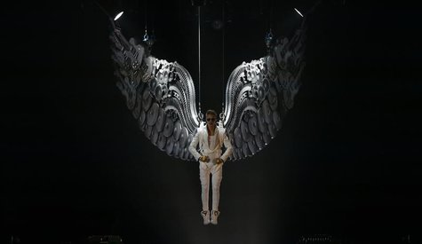 Canadian singer Justin Bieber performs in a concert at the Manchester Arena in Manchester, northern England, February 21, 2013. REUTERS/Phil