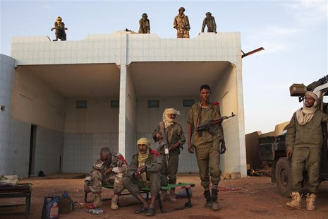 Ethnic Tuareg Malian soldiers, under the command of Col. El Hadj Ag Gamou, occupy a former petrol station in Gao March 4, 2013. REUTERS/Joe