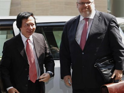 Thomas Kwok (L), co-chairman of Hong Kong developer Sun Hung Kai Properties, arrives at the Eastern Court in Hong Kong March 8, 2013. REUTER