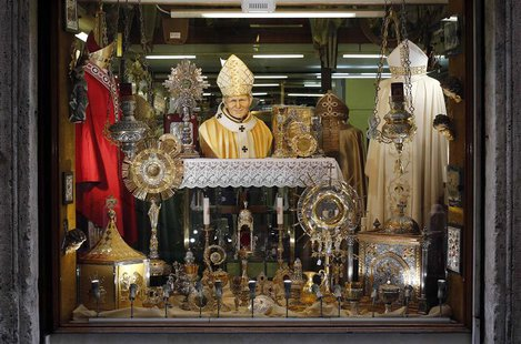A Pope John Paul II statue is displayed in a tailor shop window in Rome March 8, 2013. REUTERS/Alessandro Bianchi