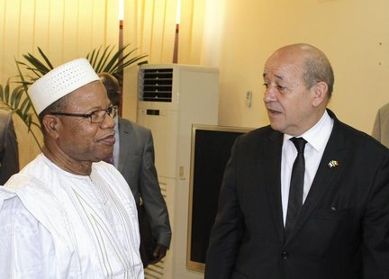 France's Defence Minister Jean-Yves Le Drian (R) meets with Mali's Prime Minister Diango Cissoko in Bamako March 8, 2013. REUTERS/Adama Diar
