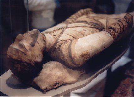 Mummy at London Museum - Wikimedia Commons photo by Klafubra