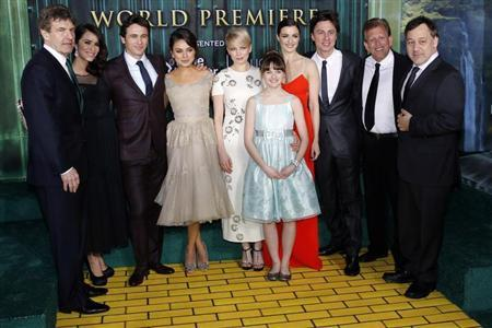 From L-R) Walt Disney Studios Chairman Alan Horn, actress Abigail Spencer, actor James Franco, actresses Mila Kunis, Michelle Williams, Joey King, Rachel Weisz, actor Zach Braff, producer Joe Roth and director Sam Raimi pose for a picture at the premiere of the Disney movie ''Oz the Great and Powerful'' at the El Capitan Theatre in Hollywood, California February 13, 2013.  Credit: Reuters/Patrick Fallon