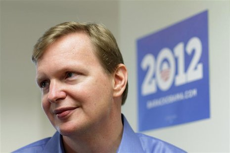 Campaign manager Jim Messina speaks with the media at President Barack Obama's new campaign headquarters in Chicago May 12, 2011. REUTERS/Jo