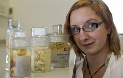 Researcher Magdalena Zarowiecki with tapeworm samples at the Wellcome Trust Sanger Institute in Cambridge. REUTERS/Wellcome Trust Sanger Ins