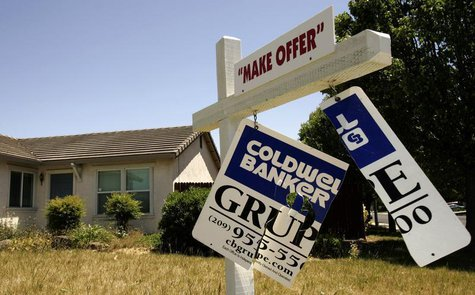 A foreclosed home is shown in Stockton, California May 13, 2008. Home foreclosure filings in the U.S. jumped 23 percent in the first quarter