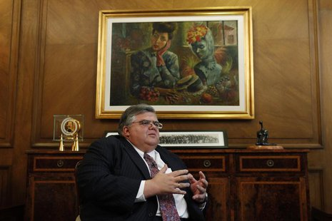 Bank of Mexico Governor Agustin Carstens gestures during an interview in Mexico City September 13, 2012. REUTERS/Edgard Garrido