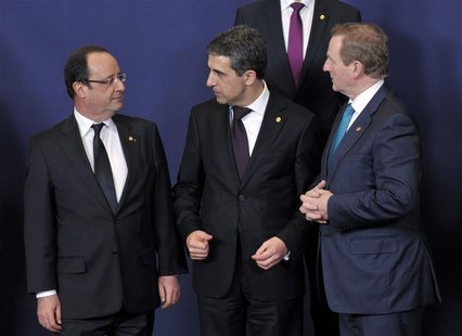 France's President Francois Hollande (L), his Bulgarian counterpart Rosen Plevneliev (C) and Ireland's Prime Minister Enda Kenny attend a Eu