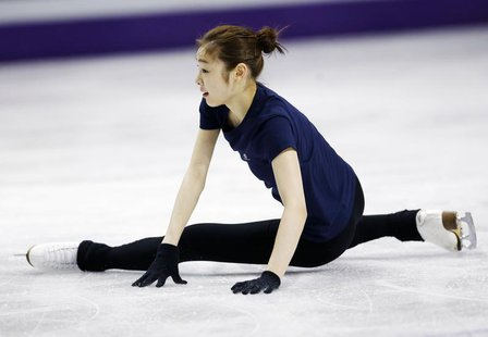 Kim Yuna of South Korea falls during a practice session at the ISU World Figure Skating Championships in London, Ontario, March 12, 2013. RE