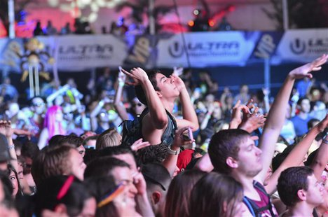A crowd moves to the beat of electronic music during the Ultra Music Festival at Bayfront Park in Miami March 15, 2013. REUTERS/Gaston De Ca