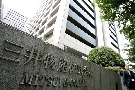 A woman walks past the headquarters of Japanese general trading company Mitsui & Co., Ltd. in Tokyo July 9, 2009. REUTERS/Stringer