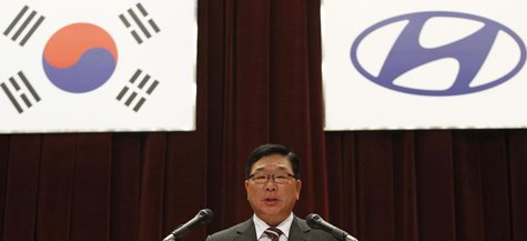 Hyundai Motor's Vice Chairman Kim Eok-jo presides over the annual general meeting of the automaker in Seoul March 16, 2012. REUTERS/Kim Hong