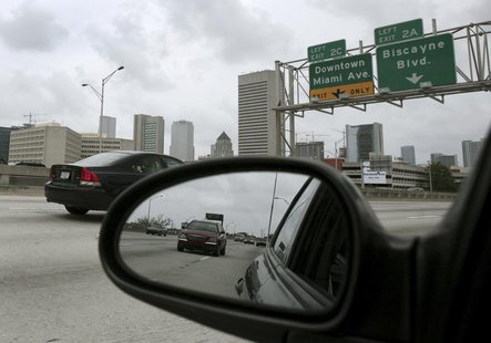 Cars run on the I-95 highway in Miami, May 15, 2007. REUTERS/Carlos Barria