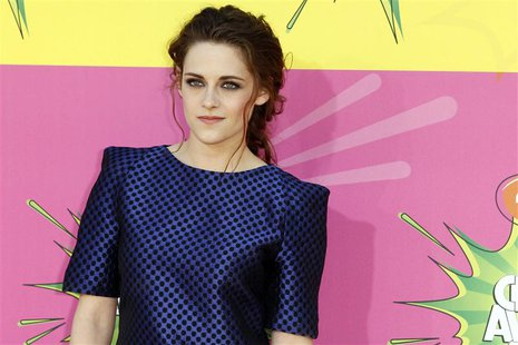 Actress Kristen Stewart arrives at the 2013 Kids Choice Awards in Los Angeles, California March 23, 2013. REUTERS/Patrick T. Fallon (UNITED