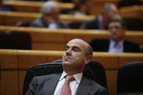 Spain's Economy Minister Luis de Guindos listens to a question during a session at the senate in Madrid, March 19, 2013. REUTERS/Juan Medina