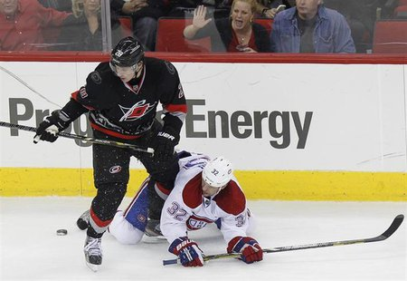 Carolina Hurricanes' Alexander Semin (L) battles Montreal Canadiens' Travis Moen for the puck during the third period of their NHL hockey ga