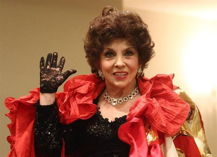 Italian actress Gina Lollobrigida poses during a photocall before attending the traditional Opera Ball in Vienna February 7, 2013. REUTERS/H