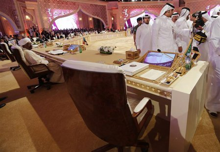 Sudan's President Omar Hassan al-Bashir (L) looks on during the opening of the Arab League summit n Doha, Qatar, March 26, 2013. REUTERS/Ahm