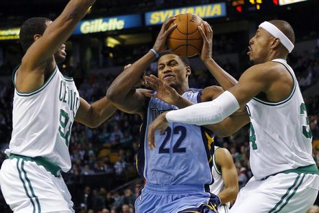 Memphis Grizzlies forward Rudy Gay (C) drives to the basket between Boston Celtics center Jason Collins (L) and forward Paul Pierce in the f