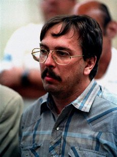Admitted serial killer Joel Rifkin appears in court for his arraignment in Mineola, Long Island July 15 - RTXF01V