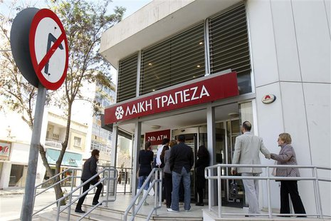 Depositors wait to enter a branch of Laiki Bank in Nicosia March 29, 2013. REUTERS/Bogdan Cristel