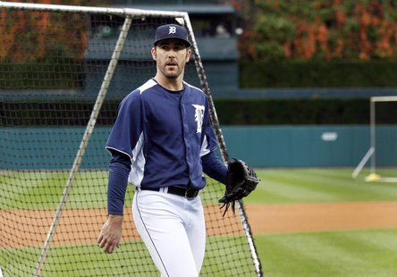 Detroit Tigers pitcher Justin Verlander heads for the dug-out after a warm-up practice at Comerica Park in Detroit, Michigan October 26, 201