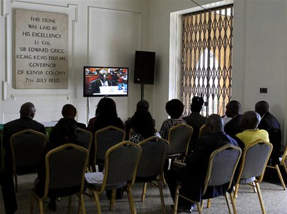People watch a live broadcast on the last day of the presidential poll petition in Kenya's capital Nairobi, March 28, 2013. REUTERS/Noor Kha