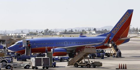 Passengers disembark a Southwest Airlines 737-700 at Bob Hope Airport in Burbank, California April 4, 2011. REUTERS/Mario Anzuoni