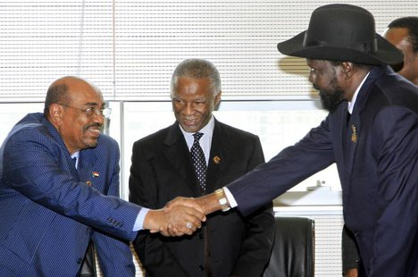 Sudan's President Omar Hassan al-Bashir (L) shakes hands with South Sudan's President Salva Kiir as African Union mediator and former South