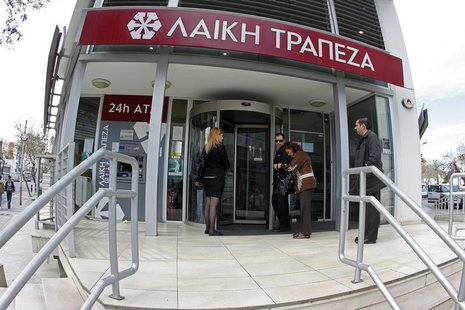 Depositors wait to enter a branch of Laiki Bank in Nicosia March 28, 2013. REUTERS/Bogdan Cristel