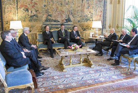 "Italian President Giorgio Napolitano (3rd R) meets the ""wise men"", a panel of experts he appointed to help find a way out of the political d"
