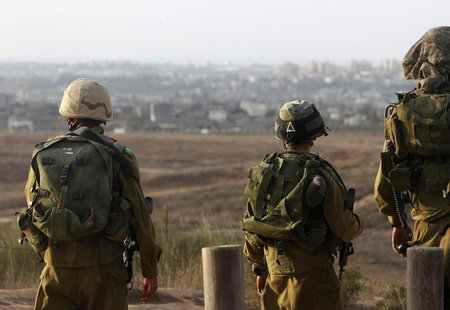 Israeli soldiers patrol near the border with the Gaza Strip November 16, 2012. REUTERS/Ronen Zvulun