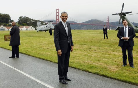 U.S. President Barack Obama (C) smiles as he prepares to board Marine One to a Democratic fund raiser in San Francisco April 4, 2013. REUTER