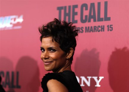 "Cast member Halle Berry poses at the premiere of ""The Call"" in Los Angeles, California March 5, 2013. REUTERS/Mario Anzuoni"