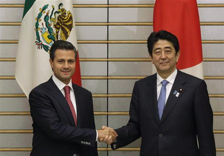Mexico's President Enrique Pena Nieto (L) shakes hands with Japan's Prime Minister Shinzo Abe at Abe's official residence in Tokyo April 8,
