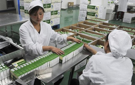 Workers pack Chinese patent capsules, the medicine which tops the list of a Diagnosis and treatment scheme for human contracted H7N9 virus r