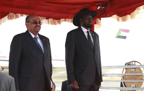 Sudan's President Omar Hassan al-Bashir (L) and his South Sudan counterpart Salva Kiir listen to their national anthems upon his arrival at