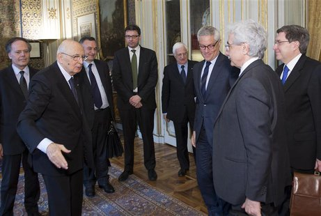 "Italian President Giorgio Napolitano (2nd L) meets the ""wise men"", a panel of experts he appointed to help find a way out of the political d"