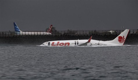 The body of a Lion Air plane is seen in the water after it missed the runway in Denpasar, Bali April 13, 2013. REUTERS/Stringer