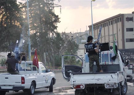 Members of the Free Syrian Army fire weapons mounted on a pick-up truck in Deir al-Zor April 14, 2013. Picture taken April 14, 2013. REUTERS