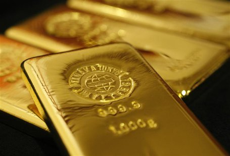 Gold bars are pictured at the Ginza Tanaka store in Tokyo in this October 23, 2009 file photo. REUTERS/Issei Kato/Files