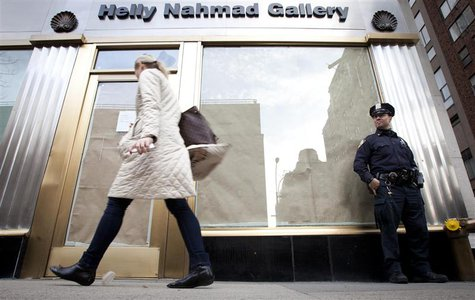 A police officer stands outside the Helly Nahmad Gallery on the Upper East Side in New York, April 16, 2013. REUTERS/Carlo Allegri