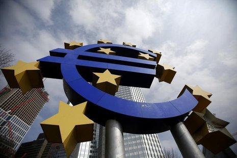 The Euro currency sign is seen in front of the European Central Bank (ECB) headquarters in Frankfurt April 4, 2013. REUTERS/Lisi Niesner