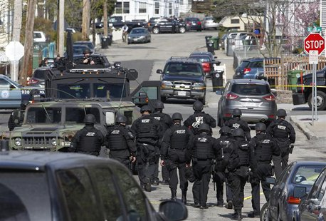 Police officers search homes for the Boston Marathon bombing suspects in Watertown, Massachusetts April 19, 2013. REUTERS/Jessica Rinaldi