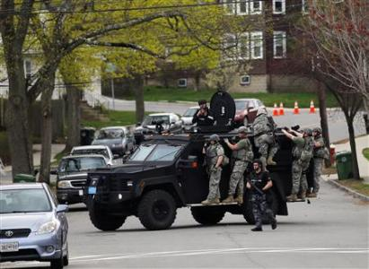 Police officers search house to house for the second suspect in the Boston Marathon bombings in a neighborhood of Watertown, Massachusetts April 19, 2013.  Credit: REUTERS/Brian Snyder