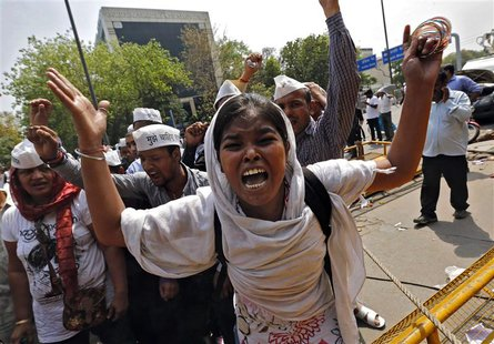 Demonstrators shout slogans during a protest outside police headquarters in New Delhi April 20, 2013. REUTERS/Adnan Abidi (
