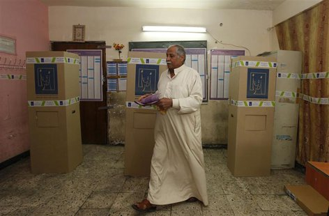 A resident votes at a polling station in Baghdad April 20, 2013. Iraqis voted for provincial councils on Saturday in their first ballot sinc