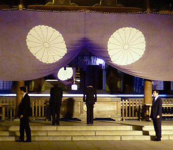 Japan's Finance Minister Taro Aso (2nd R) bows as he visits the Yasukuni Shrine in Tokyo, in this photo provided by Kyodo April 21, 2013. RE