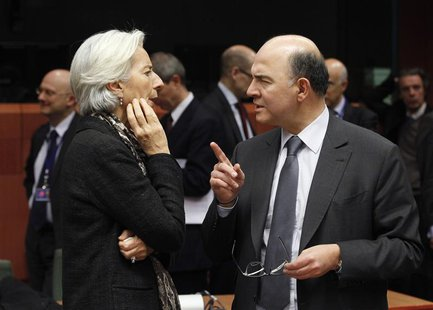 International Monetary Fund (IMF) managing director Christine Lagarde (L) and France's Finance Minister Pierre Moscovici chat at the start o