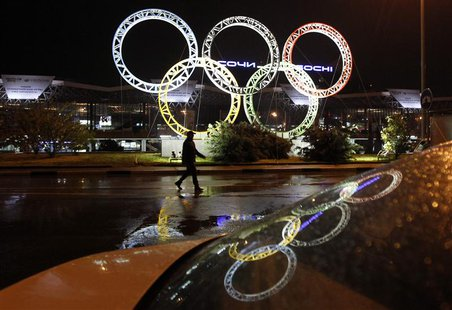 The Olympic rings are seen in front of the airport of Sochi, the host city for the Sochi 2014 Winter Olympics April 22, 2013. REUTERS/Alexan